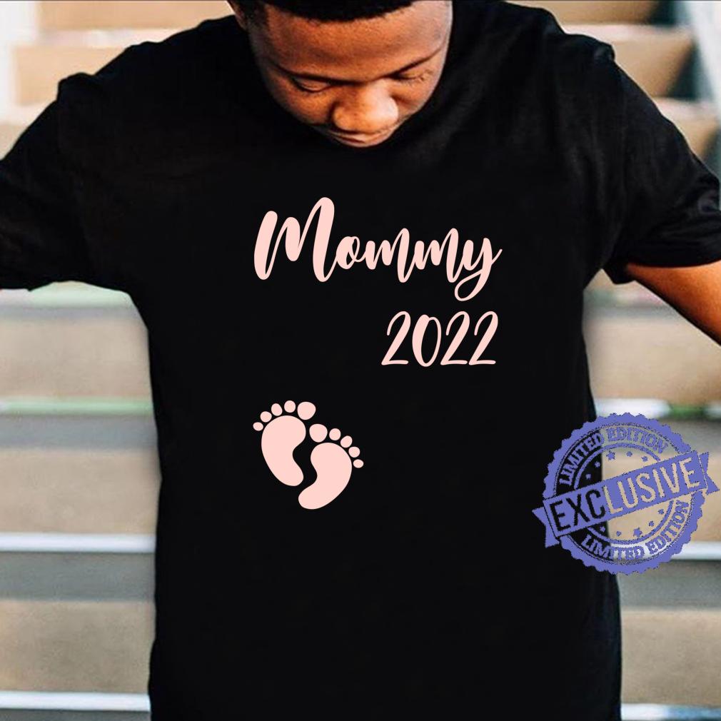 Damen Mama 2022 Mädchen Girl Schwangerschaft Mommy Mom to be Shirt